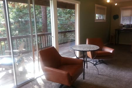 Sweet Secluded Montclair Hide-a-way...Tree Views - House