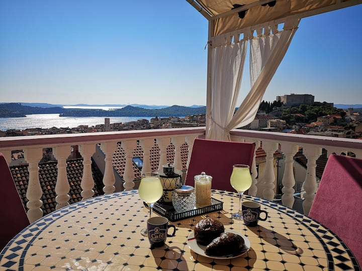 Apartman Santina,Amazing sea view+ private parking