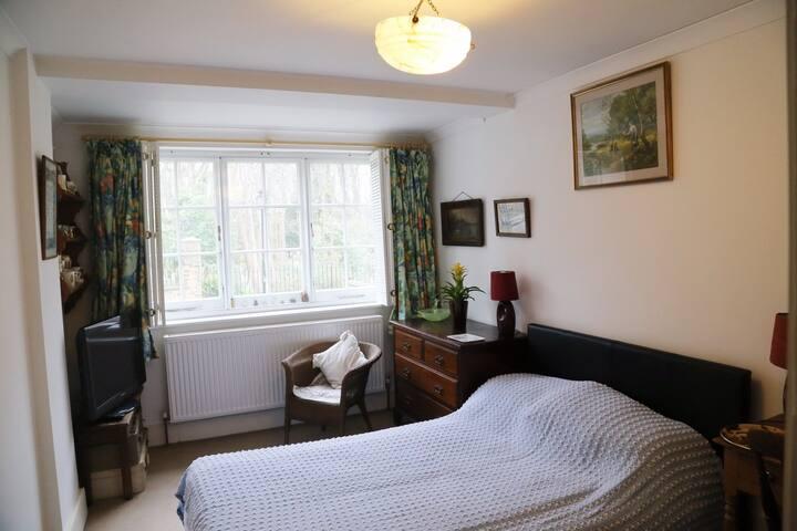 Single or double rooms x 2, N6, Highgate (B)