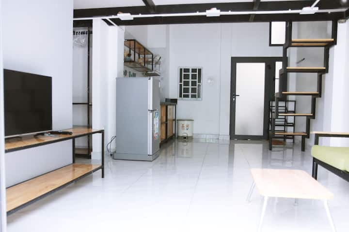 [Crowded Area]Near Market, Full Furniture-1 BR 4.2