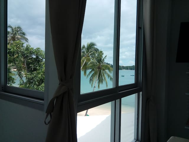 Beachfront Seaview bedroom - New Pool and Gym