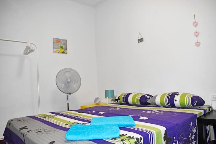 G3 Room near Alacant-terminal, bus station, wif