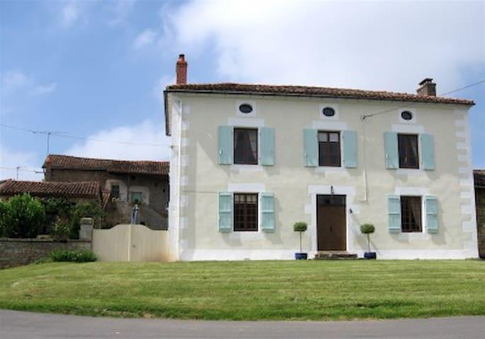 La Maison Souriante B&B - Charroux - Casa