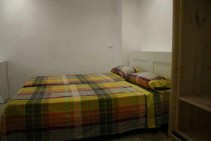 Room in Gràcia (Barcelona) close to Park Güell.