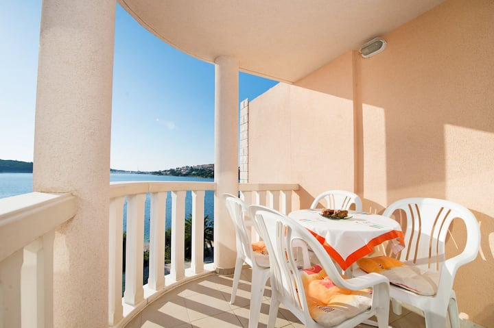 One bedroom Apartment, beachfront in Rogoznica, Outdoor pool, Balcony