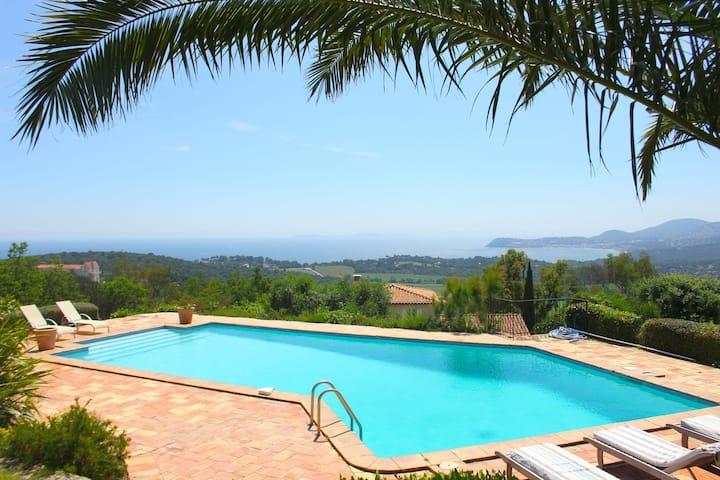 Alluring Villa in La Croix Valmer with Swimming Pool
