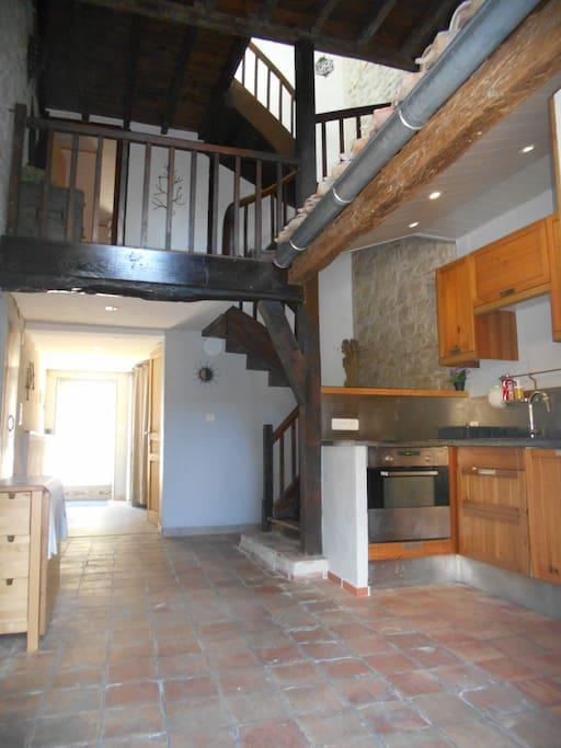 Entrée / cuisine / escalier