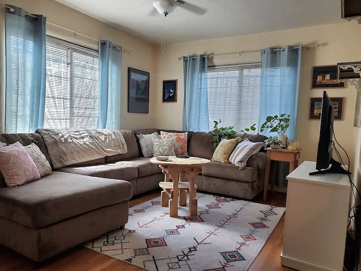 Super Cute, 1 bed 1 bath in University Heights.