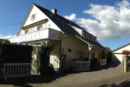 Ferienwohnung Zur Paulskirche - Lieser - Daire