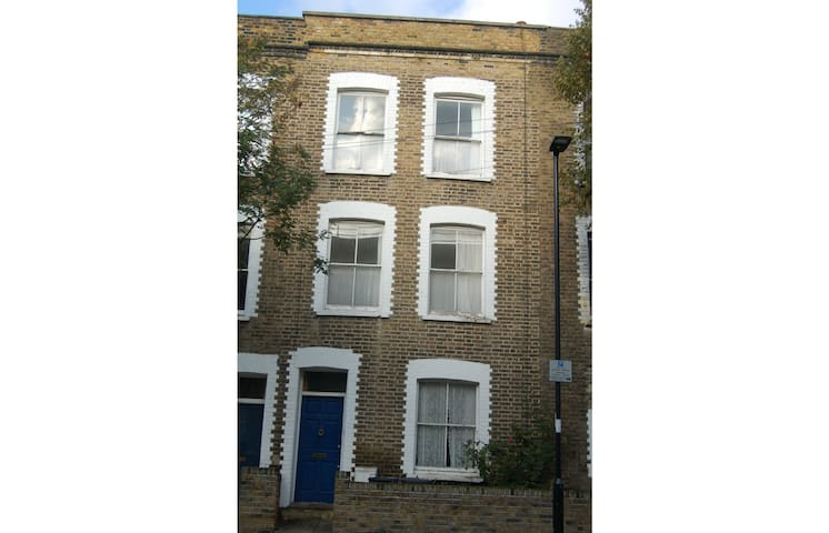 4 bedroom house near Kings Cross (new to AirBnB)