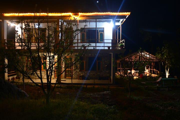 Jibhi Homestead | Deluxe Cottage Room | Serene