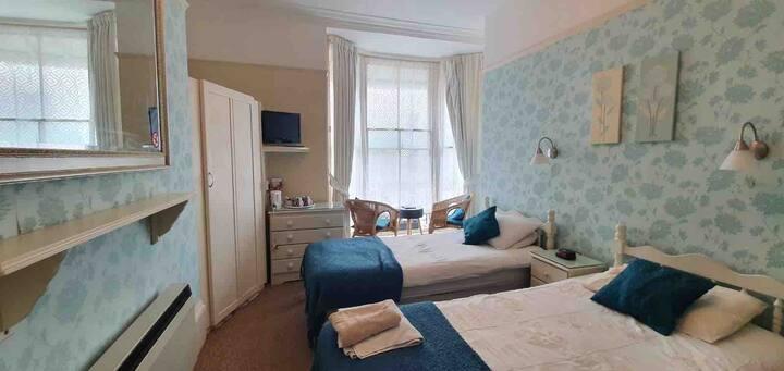 104 En Suite Twin Room with Breakfast, near Pier