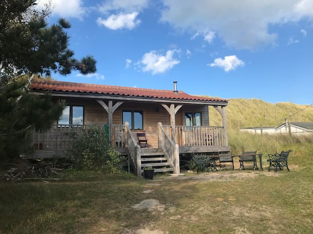 Cottage in the dunes. One minute from the sea