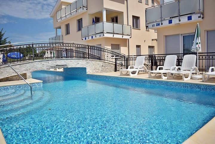 812 Apartment Funtana - One Bedroom Apartment with Pool and Terrace