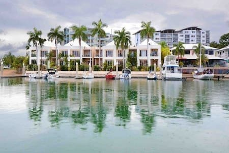 LUXURY LIVING IN CULLEN BAY - Larrakeyah - Lägenhet