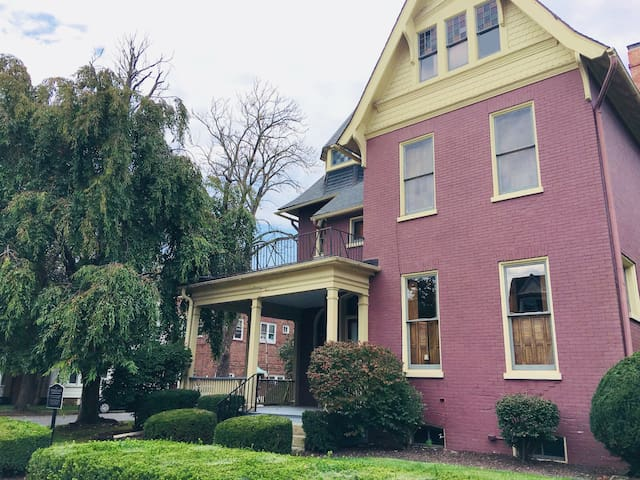 Pink Room for 2 @ Frederick's House: Lock Haven