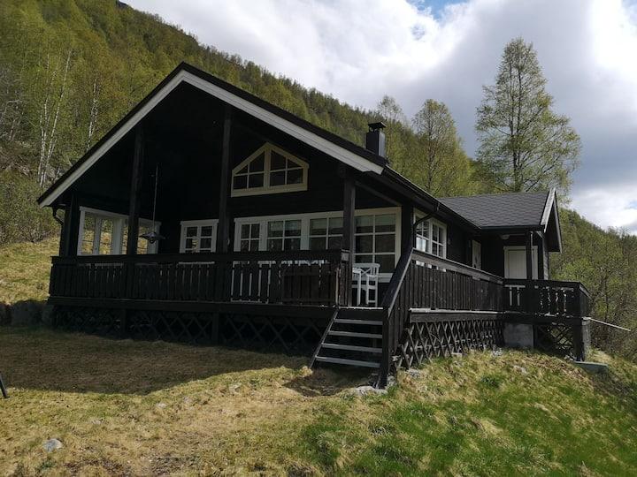 Hyggeli - Moderne hytte med fantastisk beliggenhet
