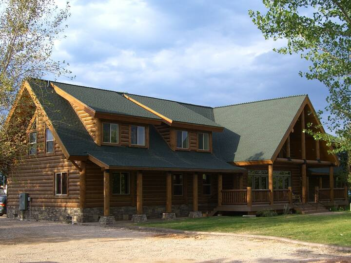 Papa Bear Lodge for Large Groups--up to 50 people