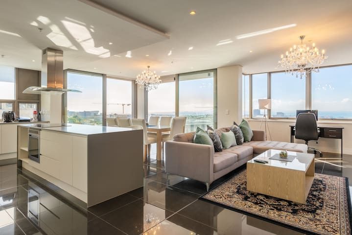 Incredibly spacious living and dining area with glorious views of the ocean and V&A Waterfront