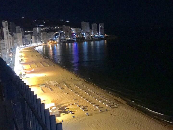 Benidorm, céntrico, primera línea playa Levante