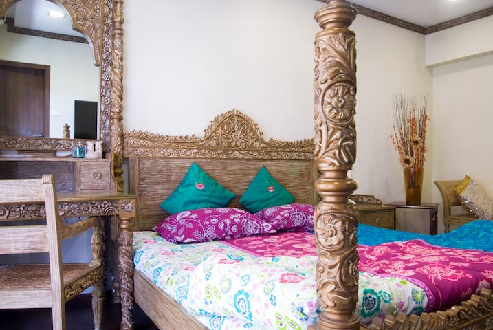 Private Room with Balcony and all meals in JUHU!