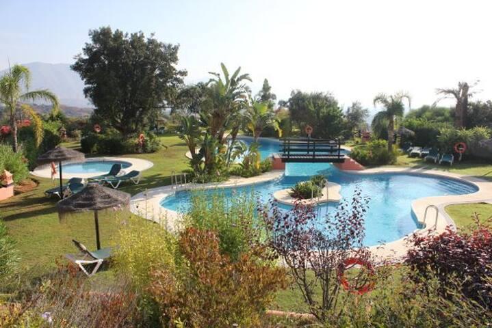 2 bed apartment in El Soto de Marbella