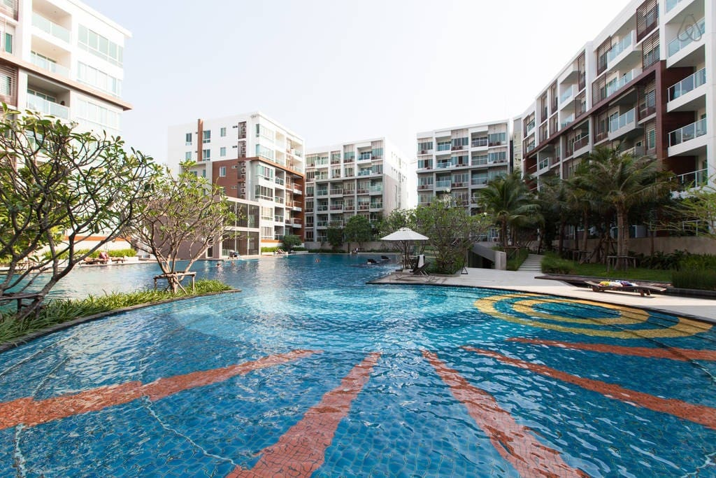 Huge pool area (60x30 meter)