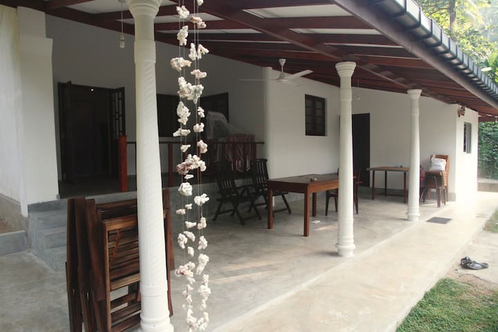 Dikwatta Holiday Beach Villa