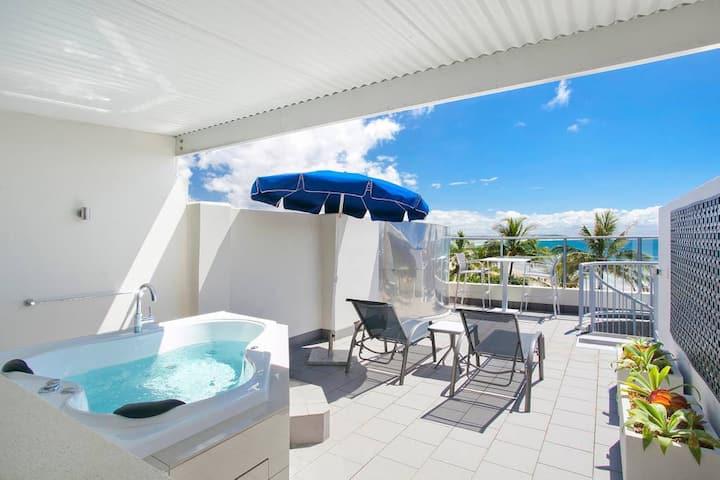 Noosa Beachfront Spa Studio Penthouse