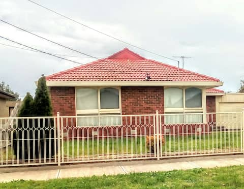 Easy access to City/Airport & Victoria University