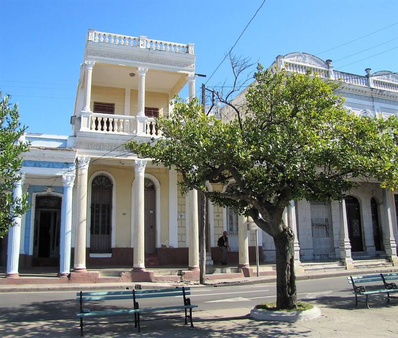 Frente de la casa / Front of the house