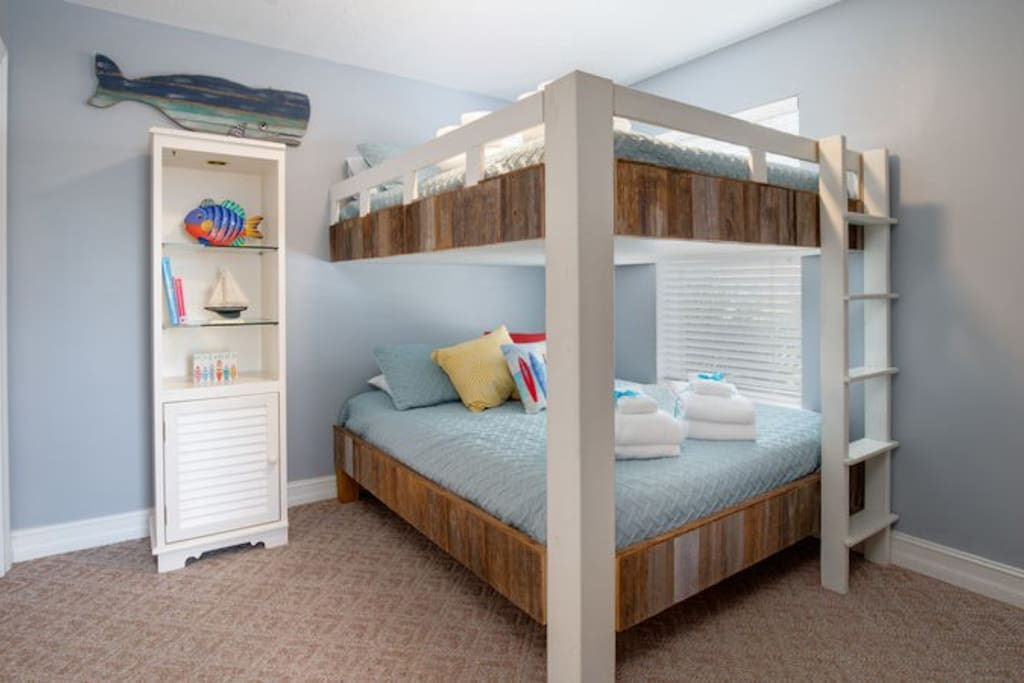 Look at this built in custom bunk bed perfect for the kids!