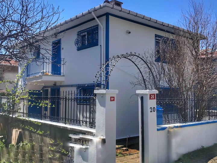 5 Star Private Detached House & Private Garden FF