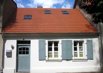 Ferienhaus mitten in der historischen Altstadt - Rheinsberg - Hus