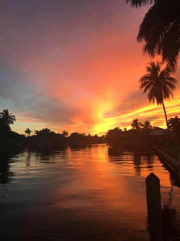 Waterfront cozy space + kayak/pool - Cape Coral - House