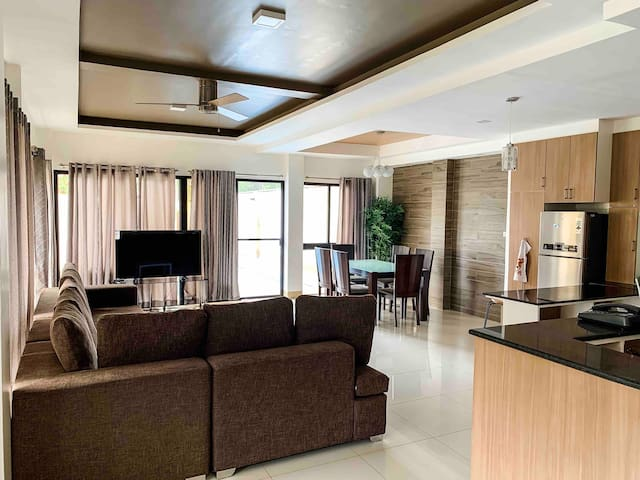 Eli's Villa Cebu - Your Cozy Spacious Uphill Home
