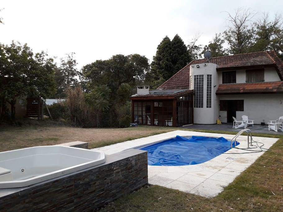 Alquiler casa en punta del este chalets for rent in for Jacuzzi exterior uruguay