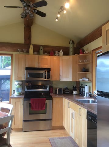 Fully Stocked Kitchen With Everything You Need!