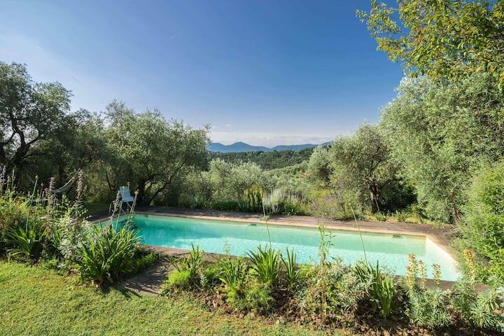 Crocetta2, cozy apartment with pool close to Lucca