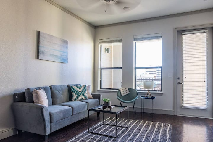 Relaxing + Comfortable 2BR Apt in Downtown