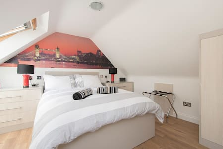Luxury studio apartment - Ilford