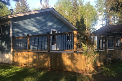 Peaceful 3 bedroom acreage close to Grande Prairie