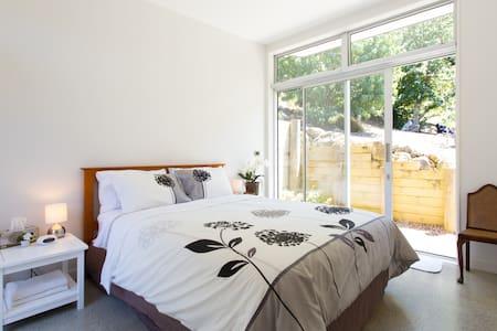 Pohutakawa Bay Spring get away - Auckland - Bed & Breakfast