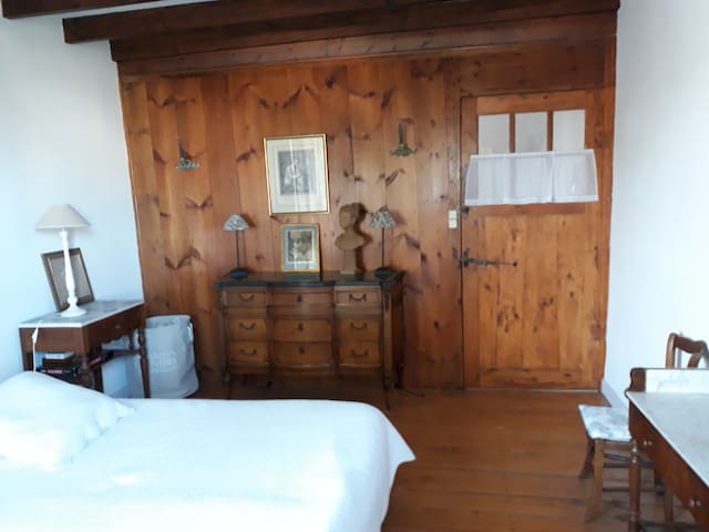 """Authentic charming room in a renewed """"charentaise"""""""