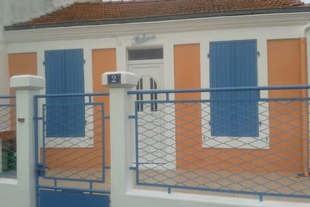 Maison de Pêcheur en bord de mer - Port-des-Barques