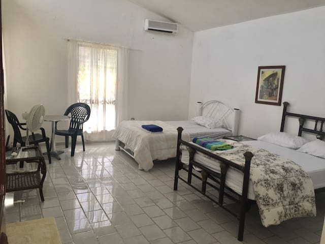 Nice room nearby beach, 2 full bed - Cancun