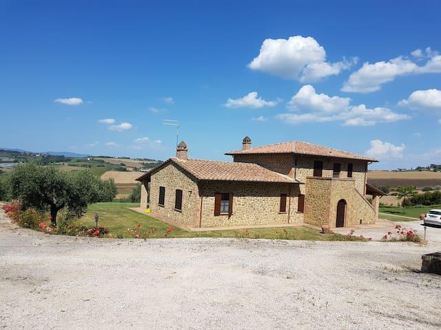 Casale Bell'Aria - Incantevole vista sulle colline