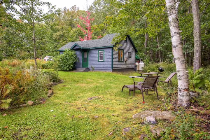 1BR Camden Cottage w/Mtn. Views!