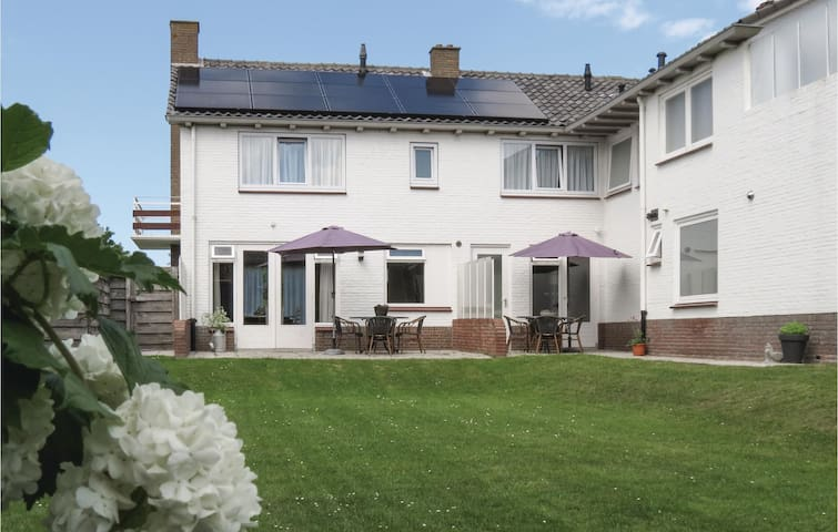 Holiday cottage with 2 bedrooms on 85m² in Cadzand-Bad