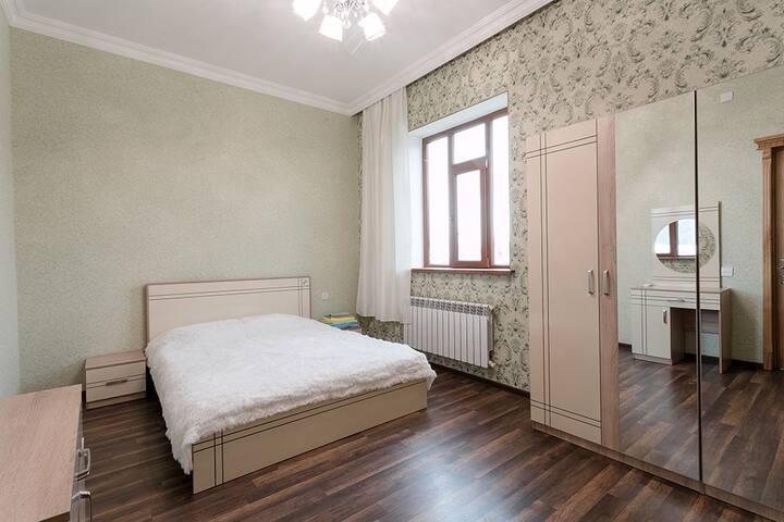 Main Bedroom - Sleeps 2.